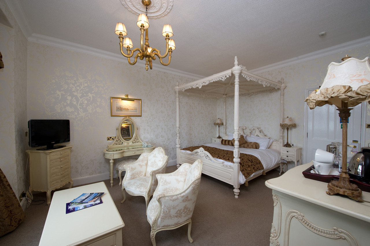 Example Low Wood Bay Feature Room